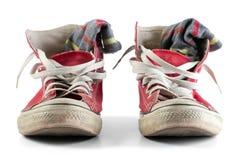 Chaussures rouges avec les dentelles et les chaussettes blanches Photo stock