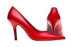 Chaussures rouges de hauts talons de dames d'isolement photographie stock libre de droits