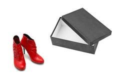Chaussures rouges et boîte ouverte Photo stock
