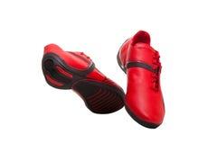 Chaussures rouges et noires de sport d'isolement sur le blanc Image libre de droits