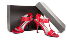 Chaussures sexy et rouges de haut talon sur le blanc Photographie stock libre de droits
