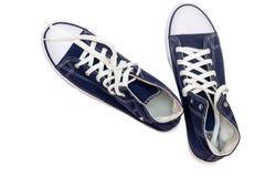 Chaussures sportives - les espadrilles des hommes sur un fond blanc Images libres de droits