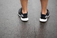 Chaussures sportives sur le trottoir Photo libre de droits
