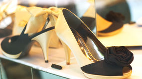 Chaussures sur l'affichage Image libre de droits