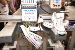 Chaussures sur la broderie Photo libre de droits
