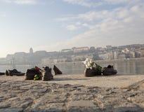 Chaussures sur la côte du Danube photo libre de droits