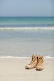 Chaussures sur la plage Photo libre de droits