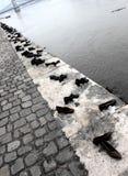 Chaussures sur la promenade de Danube Images stock