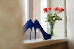 Chaussures sur le filon-couche de fenêtre Image libre de droits