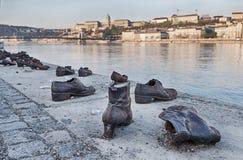 Chaussures sur le mémorial de Danube Photographie stock