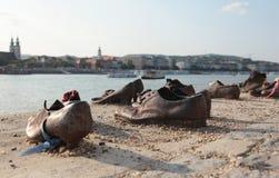 Chaussures sur le remblai de Danube à Budapest, Hongrie photographie stock