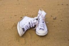 Chaussures sur le sable Image stock