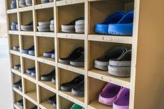 Chaussures sur une étagère Photos libres de droits