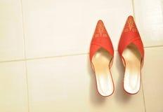 Chaussures traditionnelles de mariage. Photographie stock libre de droits