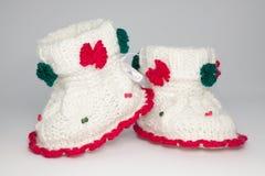 Chaussures tricotées de laine pour les enfants en bas âge Photos libres de droits