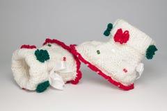 Chaussures tricotées de laine pour les enfants en bas âge Image libre de droits