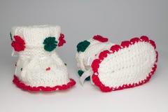 Chaussures tricotées de laine pour les enfants en bas âge Images stock
