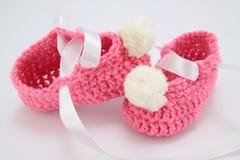 Chaussures tricotées pour les enfants en bas âge Image stock