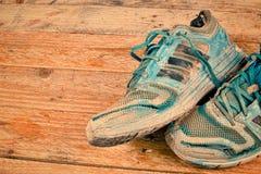 Chaussures usées de sports Photos libres de droits