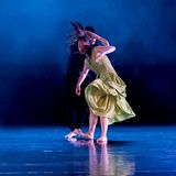 Chauvinisme masculin 7-Act 2 : Pays des merveilles relation-moderne de danse de triangle photographie stock libre de droits