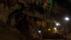 Chaux Chiang Dao Cave en Thaïlande du nord banque de vidéos