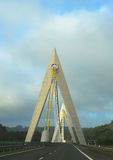 Chavanon高架桥在法国,被修筑的其中一座最原始的高速公路吊桥 库存图片