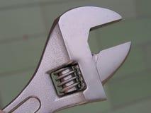Chave ajustável, marcações métricas do tamanho, chave de tubulação imagem de stock royalty free