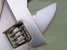 Chave ajustável, marcações métricas do tamanho, chave de tubulação fotografia de stock royalty free