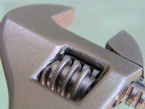 Chave ajustável, marcações métricas do tamanho, chave de tubulação fotos de stock royalty free