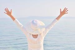 Chave alta da mulher com mãos acima Fotografia de Stock