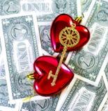 Chave ao amor, ao coração e ao dinheiro foto de stock royalty free
