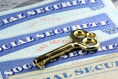 A chave aos benefícios de segurança social Fotos de Stock Royalty Free