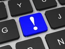 Chave azul da marca de exclamação no teclado do laptop Fotografia de Stock