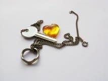 Chave com coração e anel Foto de Stock
