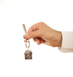 Chave da casa da terra arrendada da mão Fotografia de Stock Royalty Free