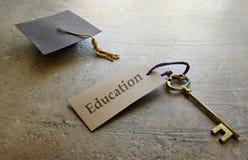 Chave da educação da graduação fotos de stock