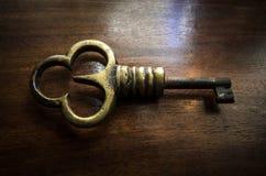Chave de bronze imagem de stock royalty free