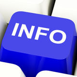 Chave de computador da informação na informação e no apoio mostrando azuis Foto de Stock