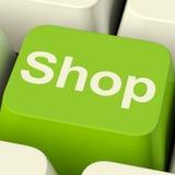 Chave de computador da loja no verde para o comércio ou as vendas a retalho Imagens de Stock Royalty Free