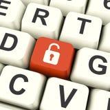 Chave de computador destravada do cadeado no acesso mostrando vermelho ou no Protectio Foto de Stock
