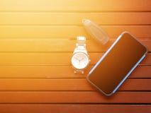Chave de controle remoto da vista superior, relógio de pulso do metal, e telefone celular Imagens de Stock Royalty Free