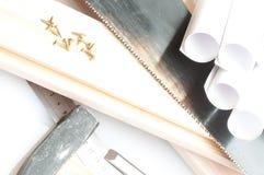 Chave de fenda, parafusos e o desenho Fotografia de Stock