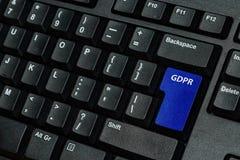 Chave de teclado azul com texto GDPR como o símbolo para a privacidade e o Gener Foto de Stock