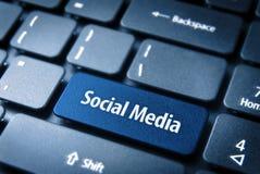 Chave de teclado social azul dos meios, fundo social Foto de Stock Royalty Free