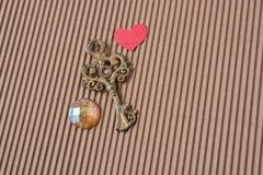 Chave decorativa denominada retro e forma do coração Foto de Stock