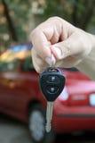 Chave do carro da terra arrendada da mão Fotos de Stock Royalty Free