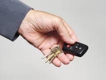 Chave eletrônica do carro com outras chaves Imagens de Stock Royalty Free