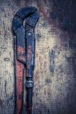 Chave inglesa ajustável na prancha de madeira Imagens de Stock Royalty Free