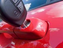 Chave na porta de carro Fotos de Stock