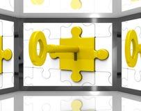 A chave no fechamento na tela mostra agentes de segurança Imagem de Stock Royalty Free